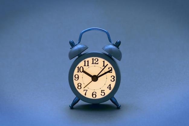 Klassieke blauwe retro wekker