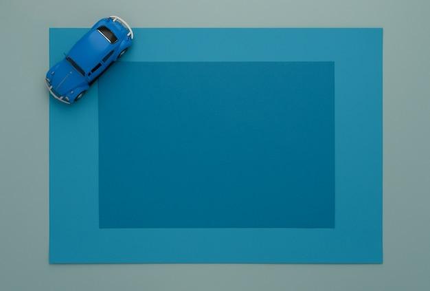 Klassieke blauwe speelgoedauto