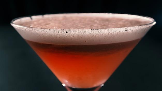 Klassieke clover club cocktail in een cocktailglas