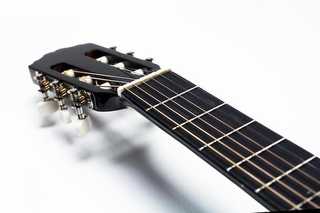Klassieke gitaar fretboard op witte achtergrond, gitaar