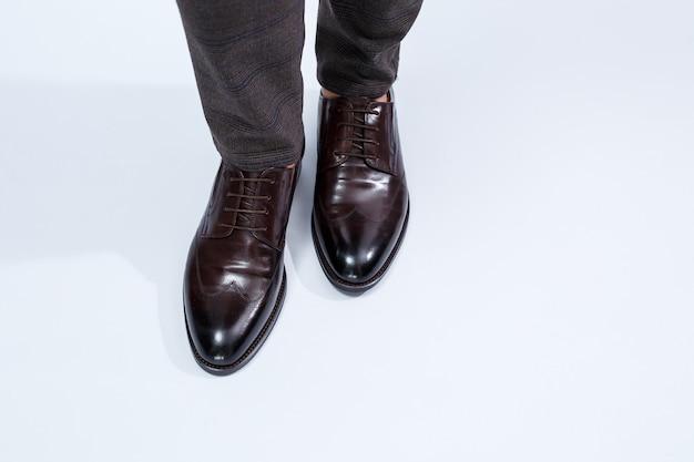 Klassieke herenschoenen met natuurlijk leer, herenschoenen onder een klassiek pak