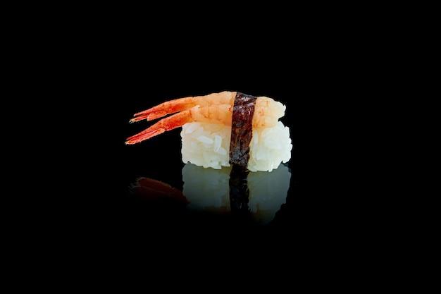 Klassieke japanse sushi met ama ebi garnalen