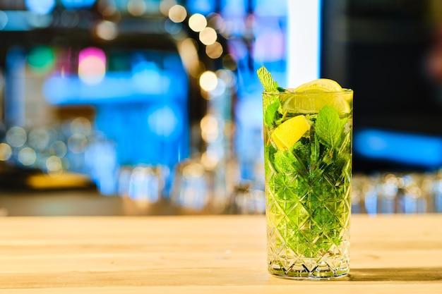 Klassieke koude cocktailmojito