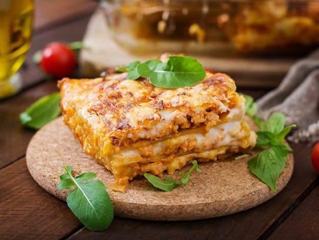 Klassieke lasagne met bolognese saus.