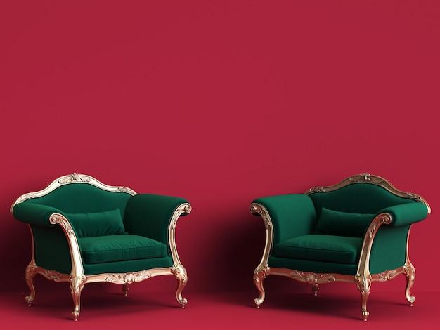 Klassieke stoelen in smaragdgroen en goud op rode muur met exemplaarruimte