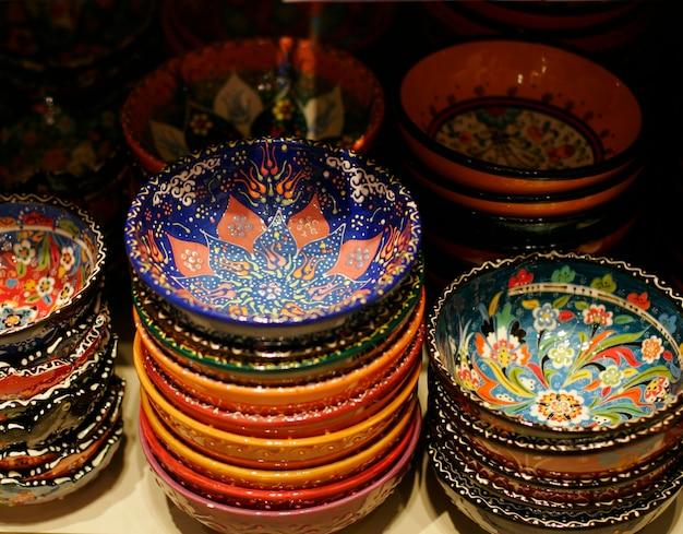 Klassieke turkse keramiek op de markt