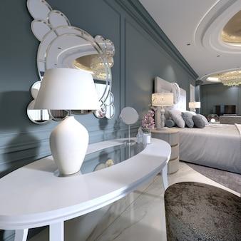Klassieke witte kaptafel met een ronde spiegel en zachte stoel in de slaapkamer. 3d-rendering