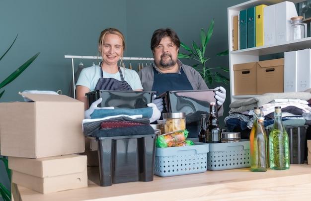 Kleding liefdadigheid donatie mannen vrouw product hulp geschenkdoos pakket geven zorgpakket