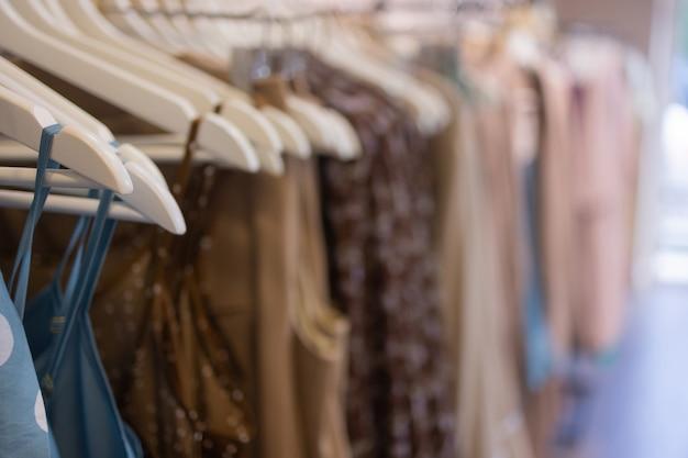 Kleding winkel kostuum jurk mode winkel stijl concept.