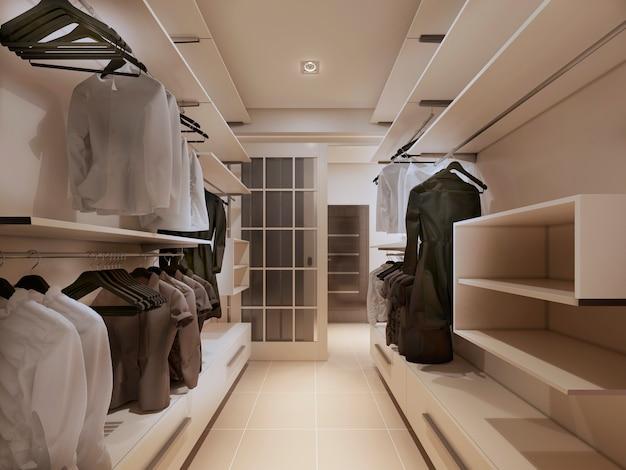 Kledingkast met kleerhangers en kleding en planken voor dingen in lichte kleur