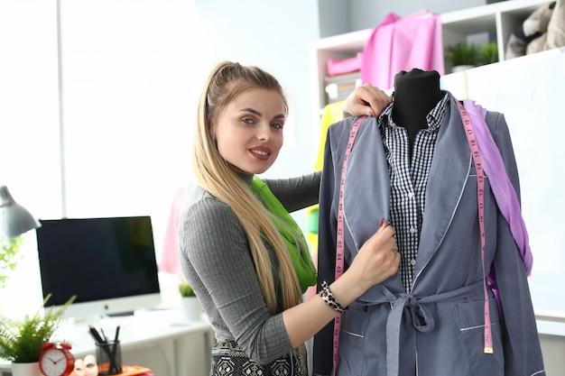 Kleermakerij concept kleren maken of renoveren