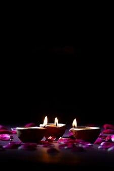 Kleilampen gingen branden tijdens de viering van het indiase hindoeïstische lichtfestival diwali