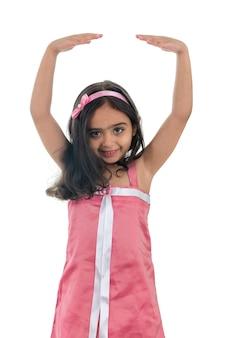 Klein balletmeisje in een roze jurk