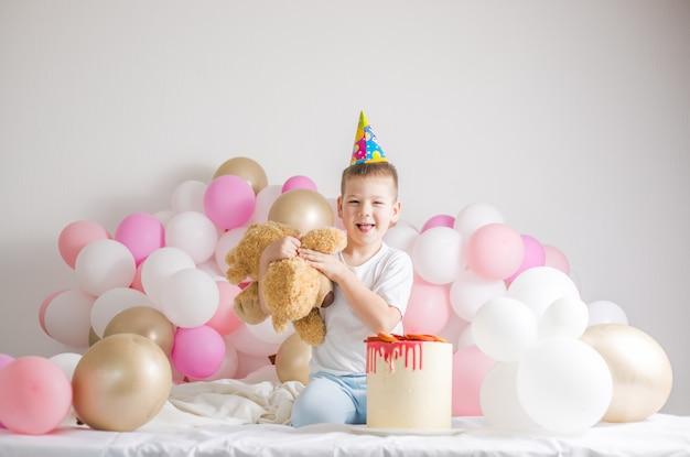 Klein kind met feestballonnen, feest
