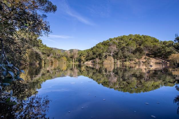Klein meer in terrassa, barcelona