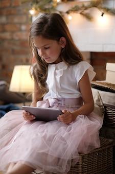 Klein meisje in een jurk