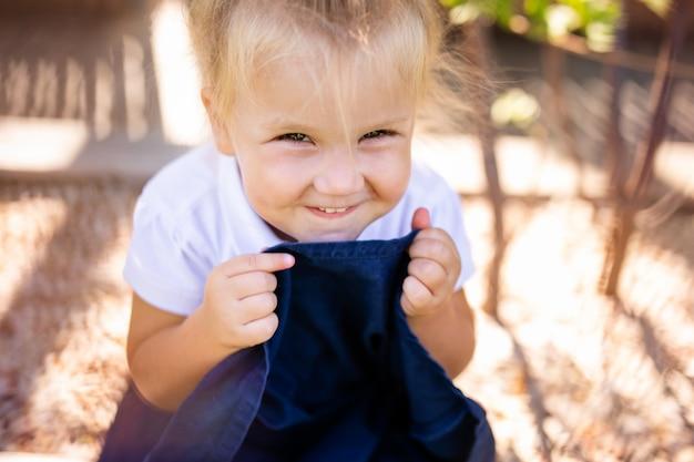 Klein meisje lachen