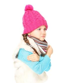 Klein meisje met koude op witte achtergrond