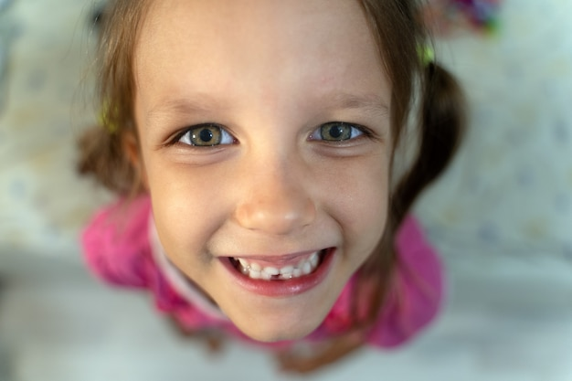 Klein meisje verandert tanden