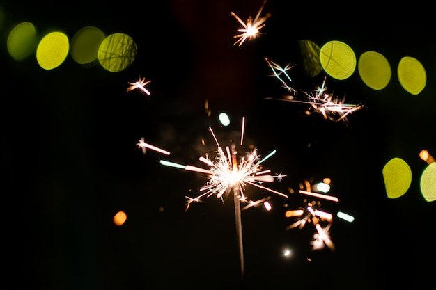 Klein vuurwerk handvuurwerk, vieren in kerstmis en nieuwjaar festival.