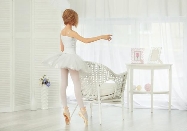 Kleine ballerinadanseres thuis