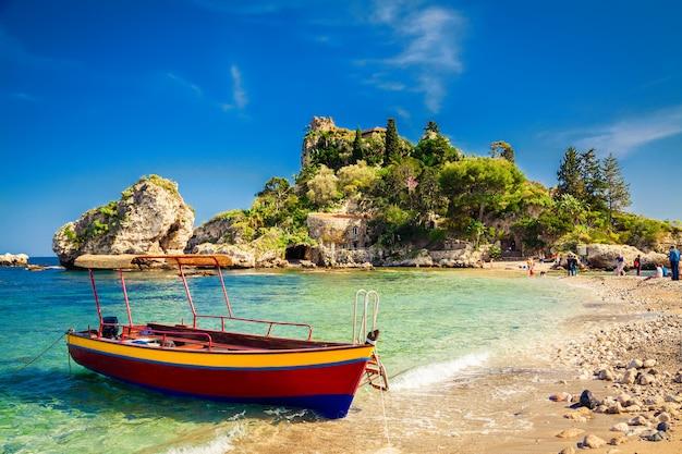 Kleine boot voor excursie