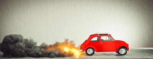 Kleine compacte vintage italiaanse auto begint snel vlammen en rook te maken.