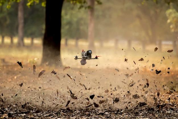 Kleine geforceerde vliegtuigen of drone.