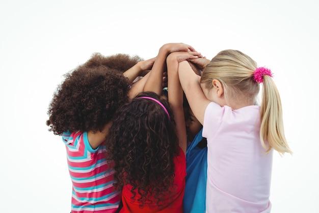 Kleine groep meisjes ineengedoken