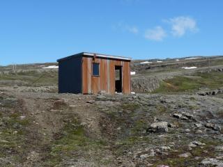 Kleine hut op een berg