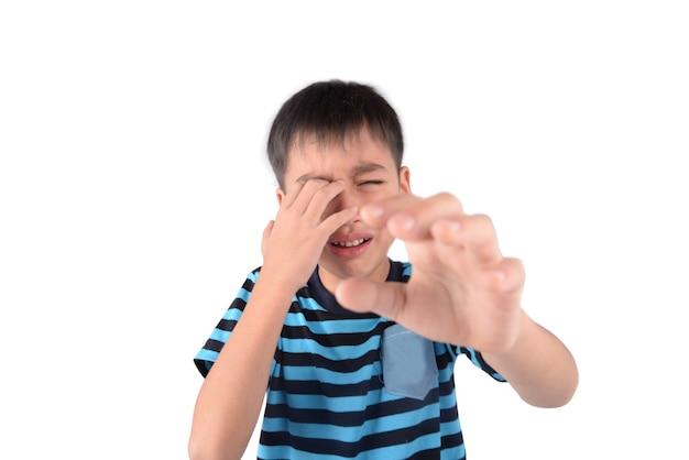 Kleine jongen met droefheid gezicht portret