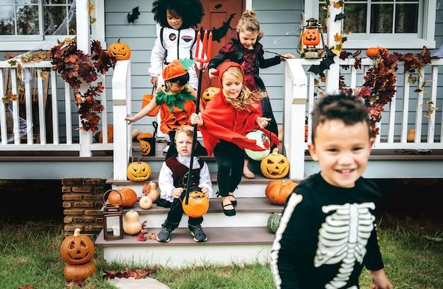 Kleine kinderen trick or treat