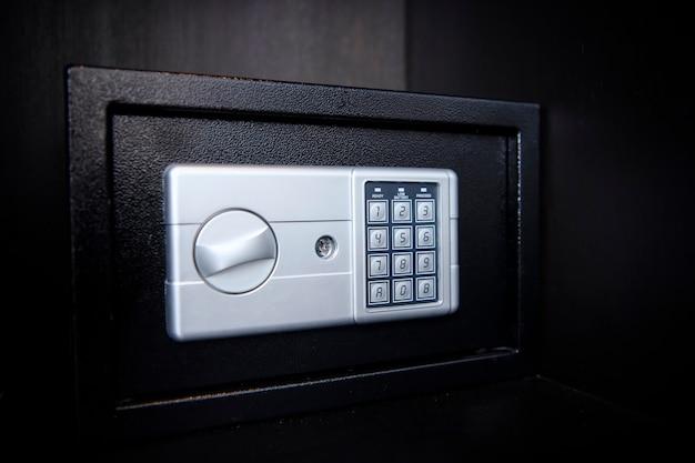 Kleine kluis op plank in uw huis of hotel