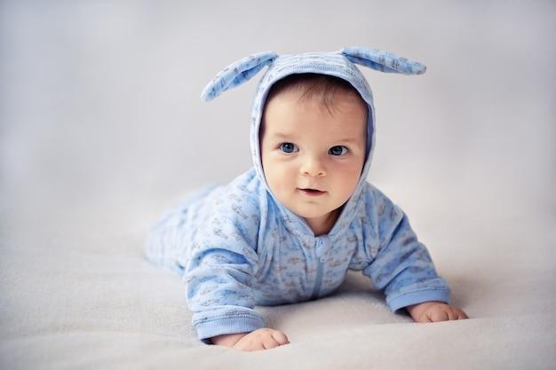 Kleine konijntje pasgeboren baby