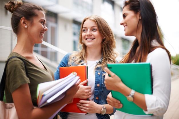 Kleine pauze van colleges op de universiteit