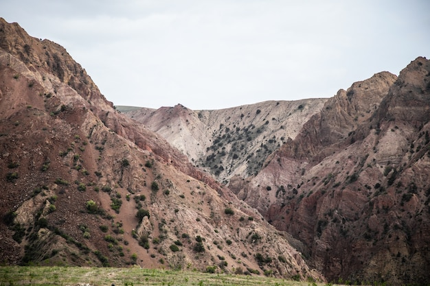 Kleine rode berg in armenië