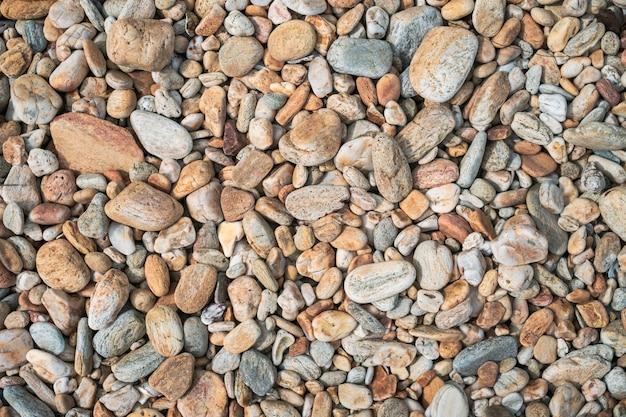 Kleine rotsen op het strand bovenaanzicht