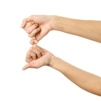 Kleine vingers houden elkaar vast. vrouwenhand gesturing geïsoleerd op wit