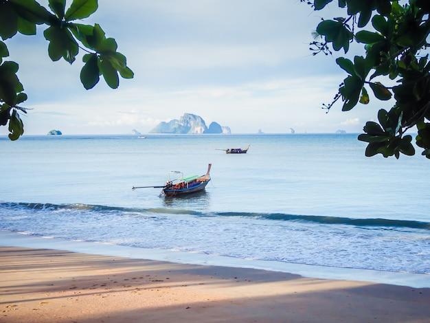 Kleine vissersboten in thailand