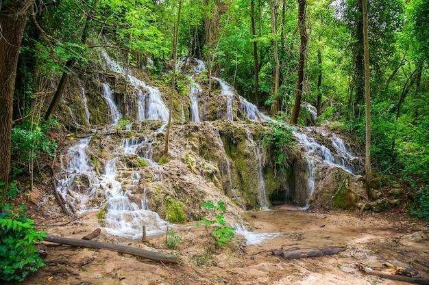 Kleine watervallen in nationaal park krka, kroatië