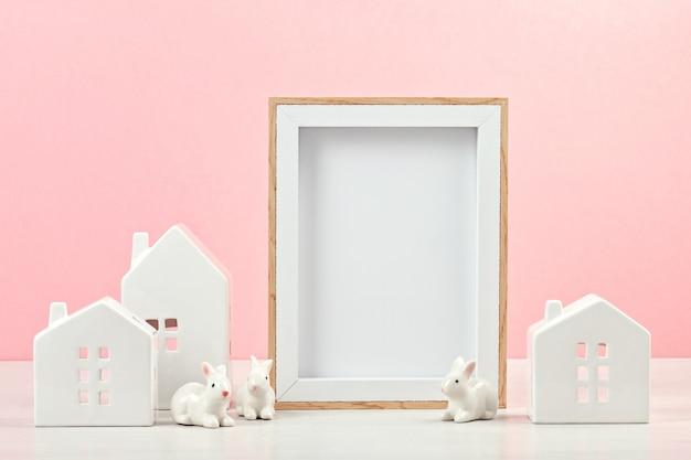 Kleine witte huizen met mockupkader