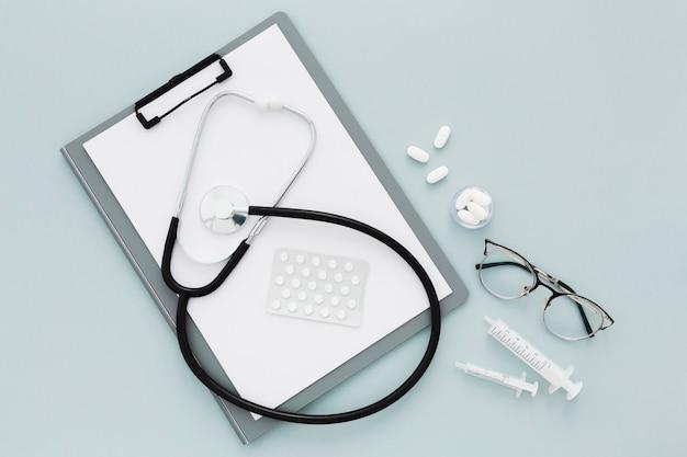Klembord en stethoscoop