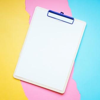 Klembord op papier achtergrond