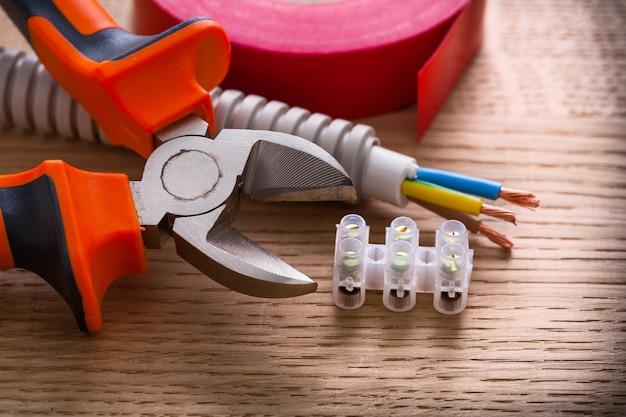 Klemmenblokken voor elektrische kabels kniptang isolatietape