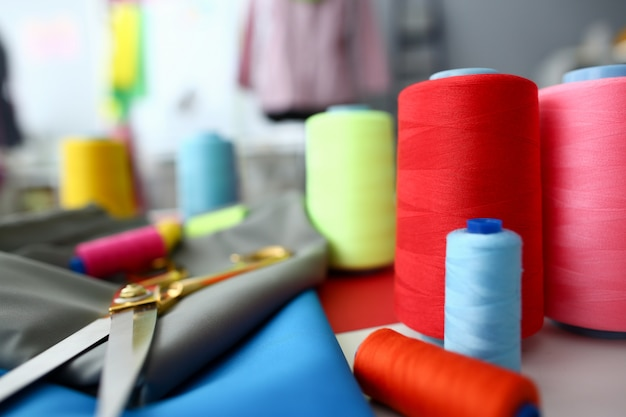 Kleren die kleermakersvakmanschapconcept ontwerpen