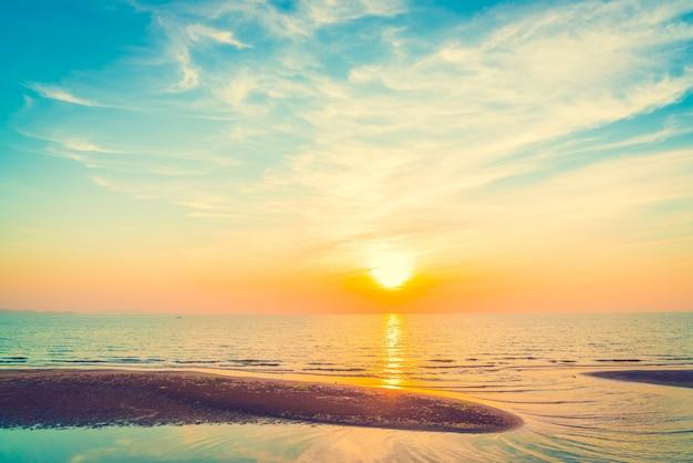 Kleur blauw zonsondergang hemel witte
