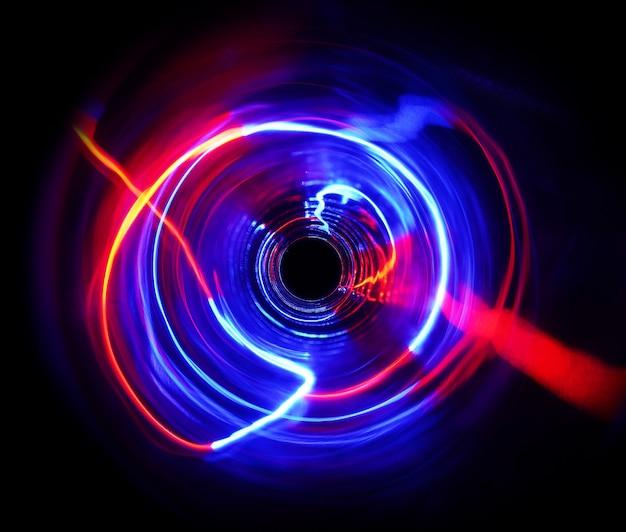 Kleur licht beweegt cyclusvorm bij lange belichtingstijd in het donker.