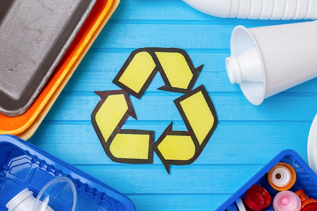 Kleur plastic afval met recycling