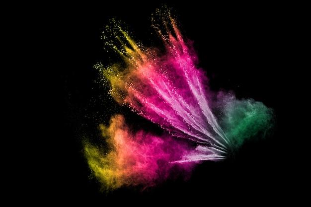 Kleur poeder explosie wolk op zwarte achtergrond.