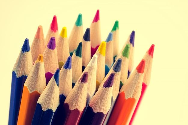 Kleur potloden close-up. het concept van tekengereedschappen. afgezwakt